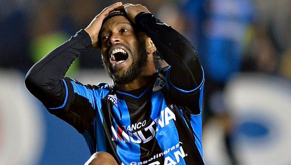 No quiero a Ronaldinho en el Querétaro: Vucetich - Ronaldinho en la derrota de Querétaro ante Santos