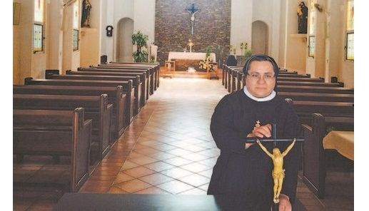 Monjas venden Cristo para salvar su convento - cristo