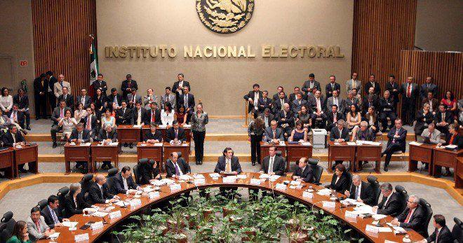 Irrumpen en sesión del INE exigiendo revocación de mandato - Instituto Nacional Electoral