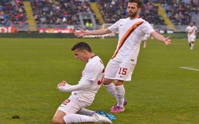 Roma derrota a Cagliari con dificultades - Leandro Paredes festeja el gol de la Roma ante el Cagliari