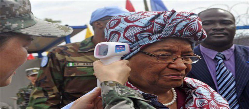 Presidenta de Liberia promete cero casos de ébola - revisión ébola_ap