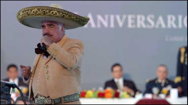 Vicente Fernández en los festejos del Ejército - Vicente Fernández dedica canción a Angélica Rivera