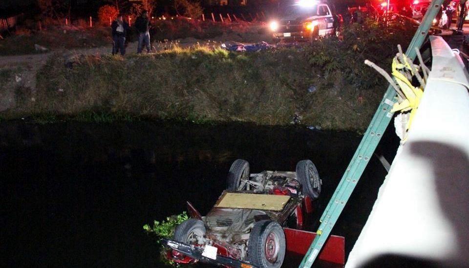 Mueren 7 al caer en canal de Jalisco - Mueren 7 al caer en canal de Jalisco