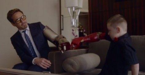 Iron Man regala brazo biónico a niño - Brazo de Ironman