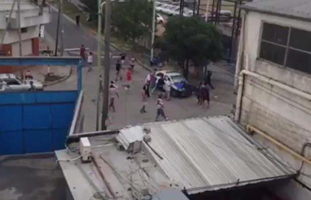 Policía herido en incidentes de la liga argentina - Policía herido en incidentes de la liga argentina