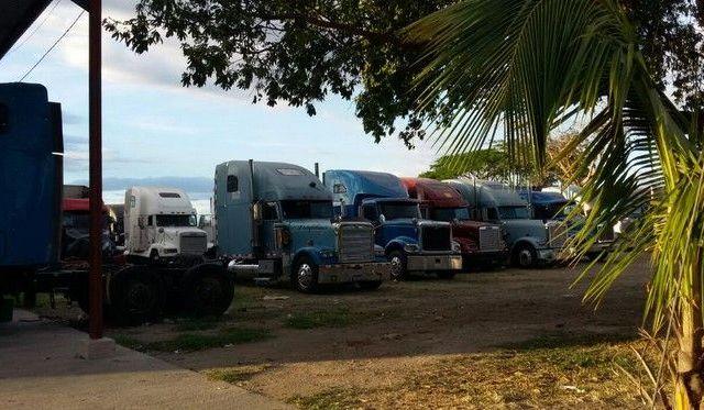 Encuentran 8 muertos en estacionamiento - Homicidios en Quezaltepeque