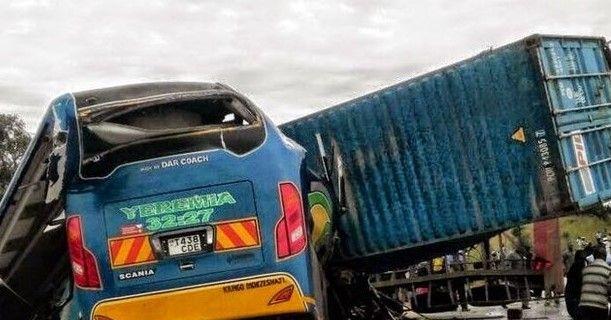 Mueren 41 personas en accidente en Tanzania - choque en tanzania