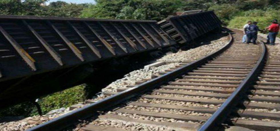 Descarrila tren en Morelia - Descarrilla tren