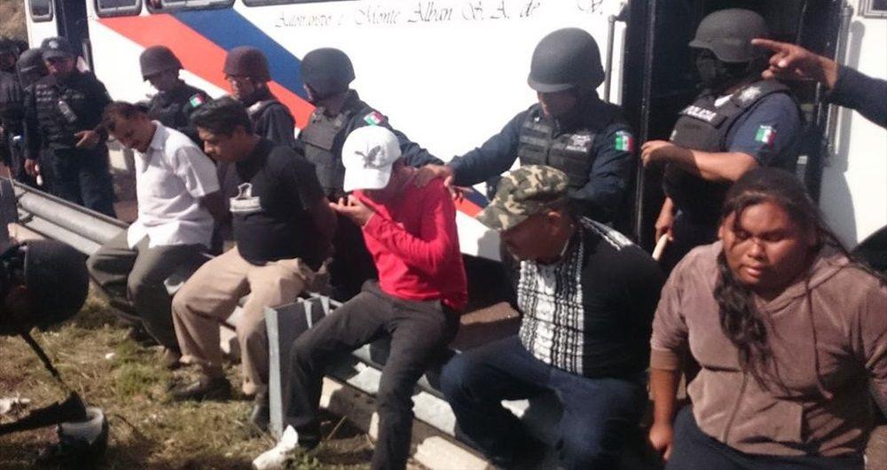 Detienen a 29 por cobrar peaje en caseta de Oaxaca - Detienen a 29 por cobrar peaje en caseta de Oaxaca