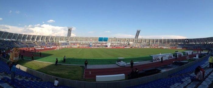 Pelea entre aficionados previo a la final de la Copa MX - Estadio Lobos Buap