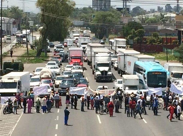 Bloquean México-Toluca en tramo de Lerma - Bloquean México-Toluca en tramo de Lerma