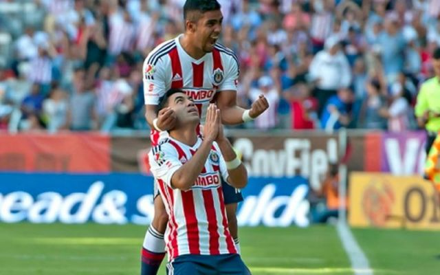 Marco Fabián le da el pase a Chivas - Foto de Mexsport