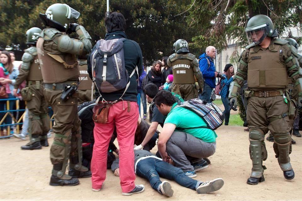 Mueren dos estudiantes durante protestas en Chile - Foto de Reforma