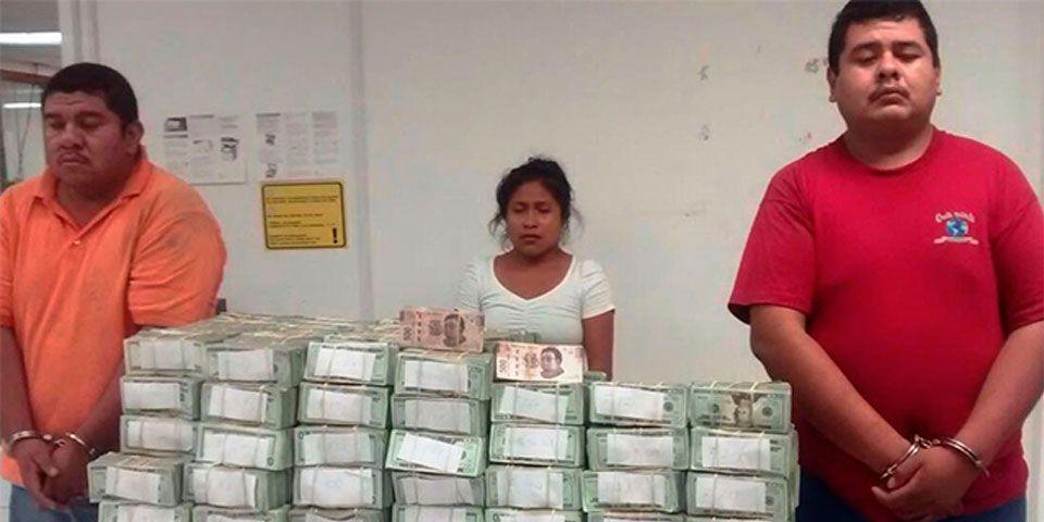 Detienen a tres personas con más de 2 mdd en efectivo - Detienen dos camionetas con más de 2 mdd en Tamaulipas