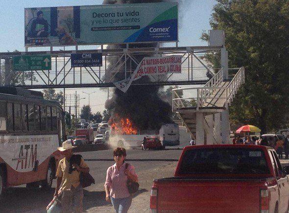 Marcas se burlan de narcobloqueos en Guadalajara - Narcobloqueo en Guadalajara