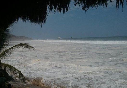 Alertan por mar de fondo en playas de Oaxaca - Foto de José Vásquez