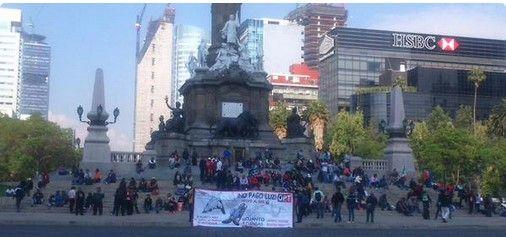Manifestantes marchan al Zócalo - @lalzqdiariomx