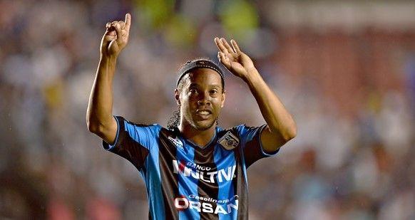 Ronaldinho da esperanzas a Gallos Blancos - Ronaldinho da esperanzas a Gallos Blancos