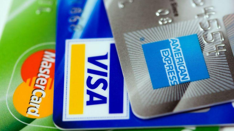 Detienen a falsificador de tarjetas bancarias en AICM - Foto de internet