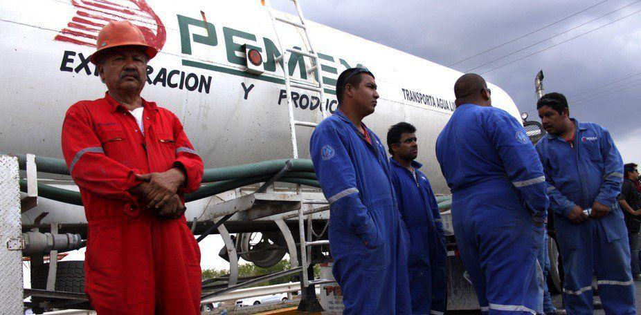 Petroleros protestarán por recorte de plantas laborales - Trabajadores de Pemex