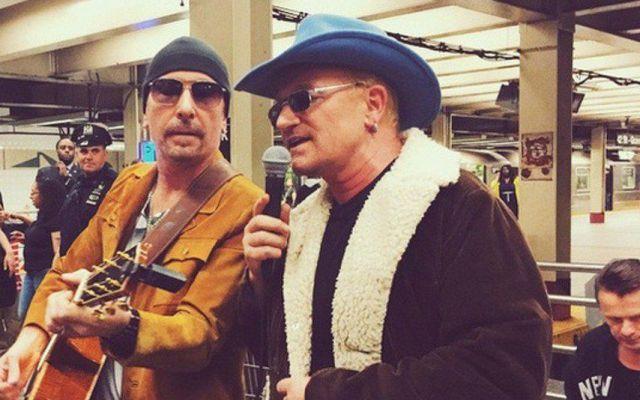 U2 toca en estación del metro - U2 toca en estación del metro