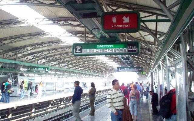 Desalojan a usuarios por fallas en Línea B del Metro - IM000589.JPG