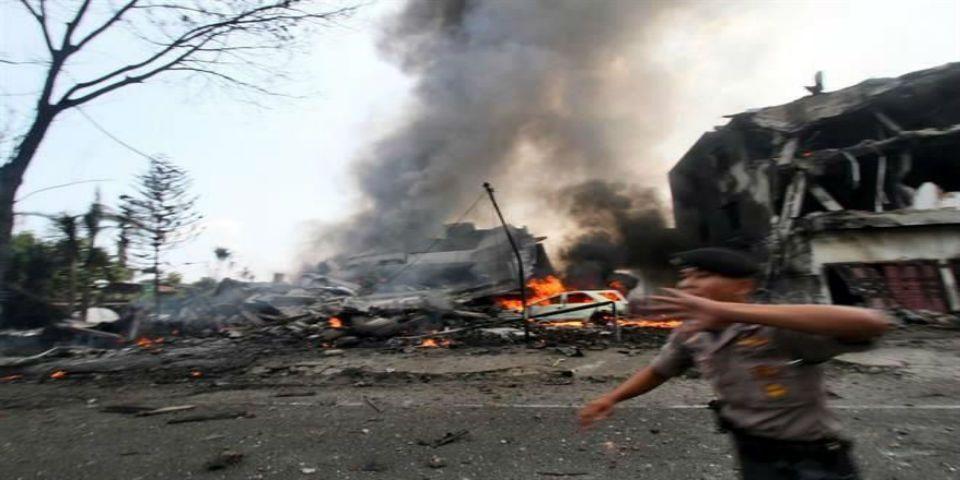 Accidente de avión militar indonesio deja 116 muertos - Foto de AP.