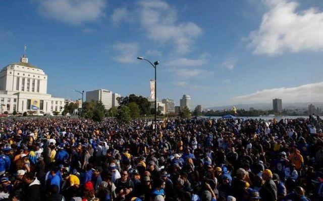 Golden State desfila por las calles de Oakland - Foto de El Universal