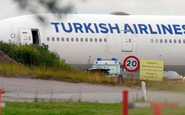 Avión realiza aterrizaje de emergencia por alerta de posible bomba - Turkish Airlines. Foto de AP