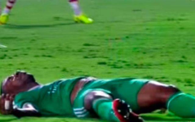 Video: futbolista cae de cabeza tras choque con portero - Foto de Youtube