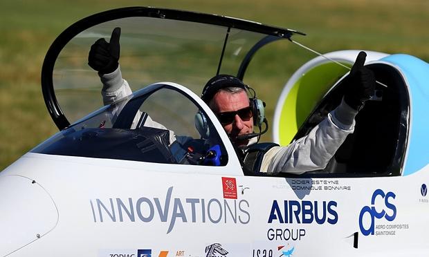 En disputa primer vuelo eléctrico sobre Canal de la Mancha - Didier Esteyne. Foto de The Guardian