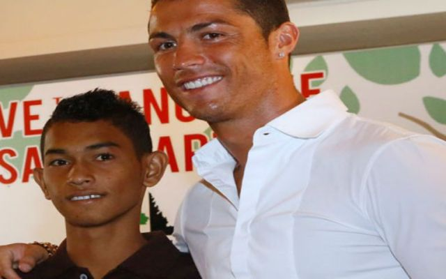 Cristiano ayuda a un niño futbolista a ser profesional - Foto de Internet.
