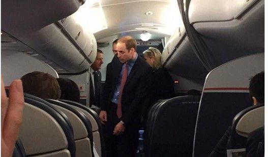 Príncipe William viaja en aerolíneas de bajo costo