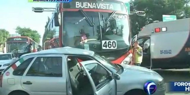 Choque de taxi con Metrobús deja cuatro heridos