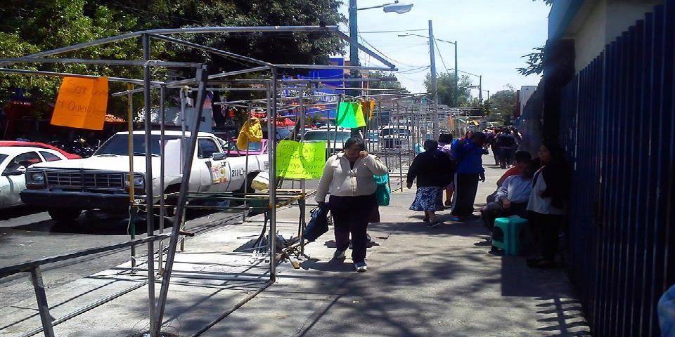 Desalojan a los ambulantes del Hospital General - Foto de Reforma