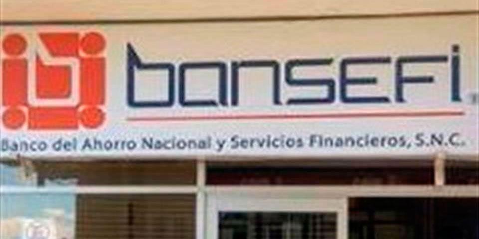 Asaltantes roban banco y se llevan ropa por error - Foto de Facebook