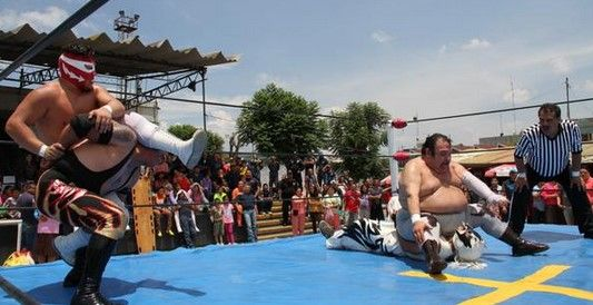 Internos disfrutan de exhibición de lucha libre - Foto de @Hazaelruizo