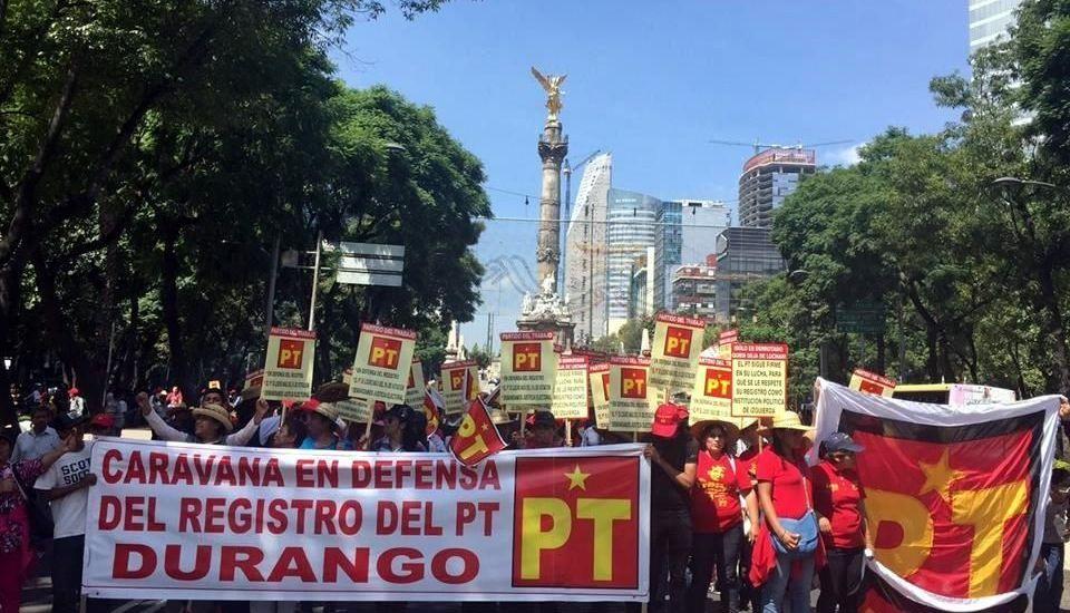 Militantes del PT protestan en Reforma por pérdida del registro - Foto de Reforma