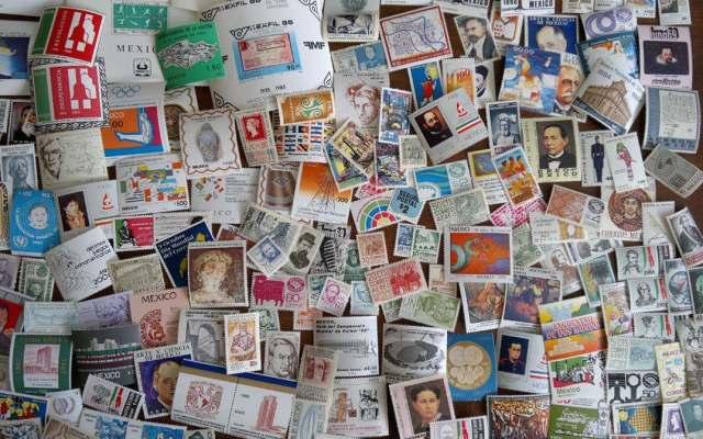 Cumple 159 años la primera emisión de estampillas postales en el país