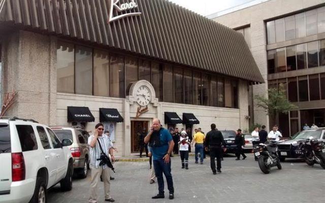 Asalto a joyería en San Pedro deja un muerto - Foto de El Norte