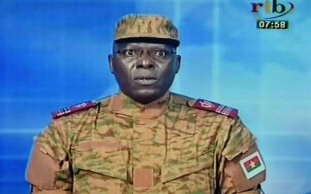 Ejército disuelve gobierno de Burkina Faso - Foto de El Mundo