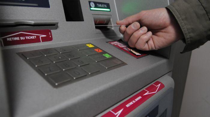 Detienen a sospechosos de manipular cajeros automáticos - Foto de Internet