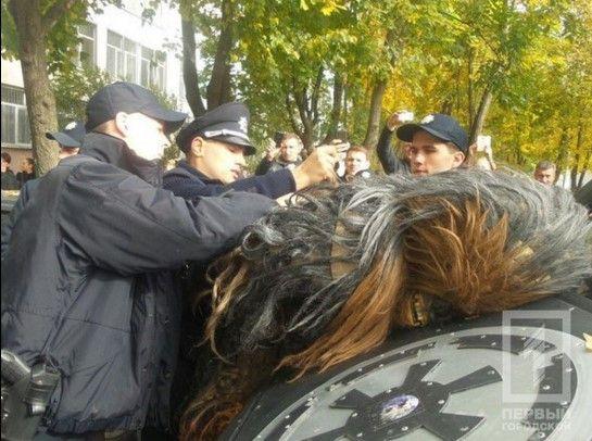 Detienen a Chewbacca. Foto de @kh_reader