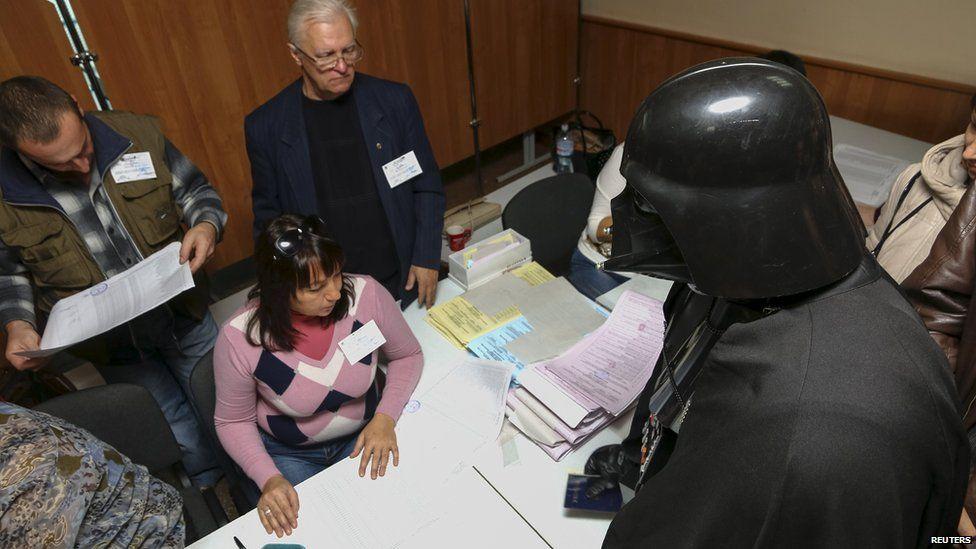 Darth Vader, candidato en Ucrania. Foto de Reuters