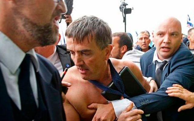 Trabajadores agreden a ejecutivos de Air France - Foto de Reuters