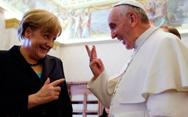 El papa Francisco y Angela Merkel son favoritos al premio Nobel de la Paz - Foto de International Business Times