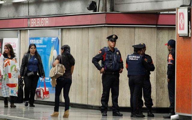 Suspenden a polcía que extorsionó en el Metro - Foto de El Universal