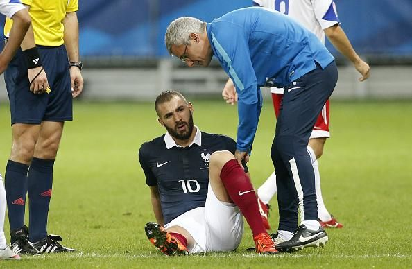 Benzema tuvo que salir de cambio tras sufrir la lesión. Foto de Internet