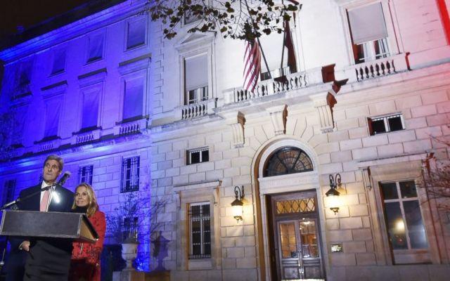 Kerry recuerda a mexicana fallecida en París