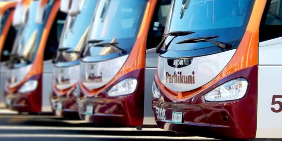 Normalistas retienen 5 autobúses y a sus choferes - Foto de Mi Morelia